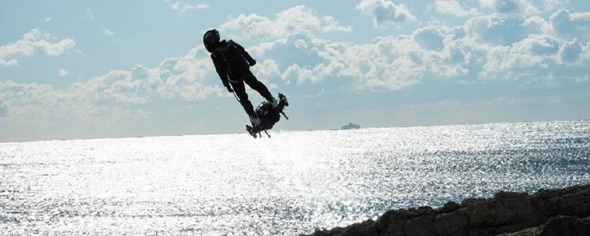 Resultado de imagem para Homem voador francês atravessa canal da Mancha