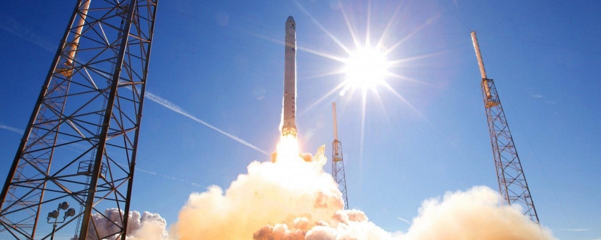 Imagem de: Foguete da SpaceX pega fogo em teste; assista ao vídeo