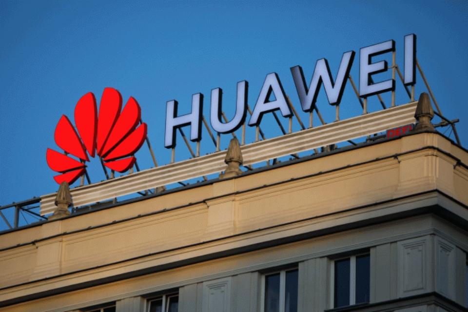 Os seguidores da Huawei no Twitter acham que ela pertence ao governo chinês
