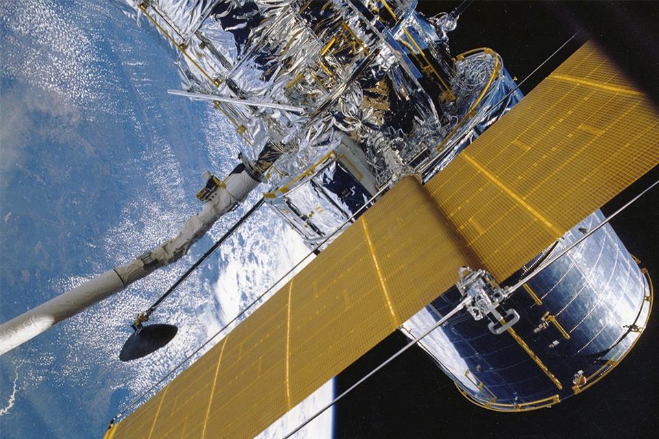Nova corrida espacial deve distribuir internet banda larga no mundo inteiro