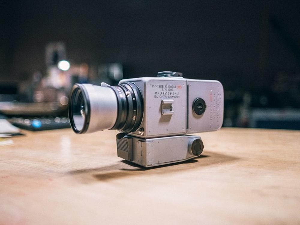 Fotógrafo cria réplica da câmera que Aldrin e Armstrong usaram na Lua