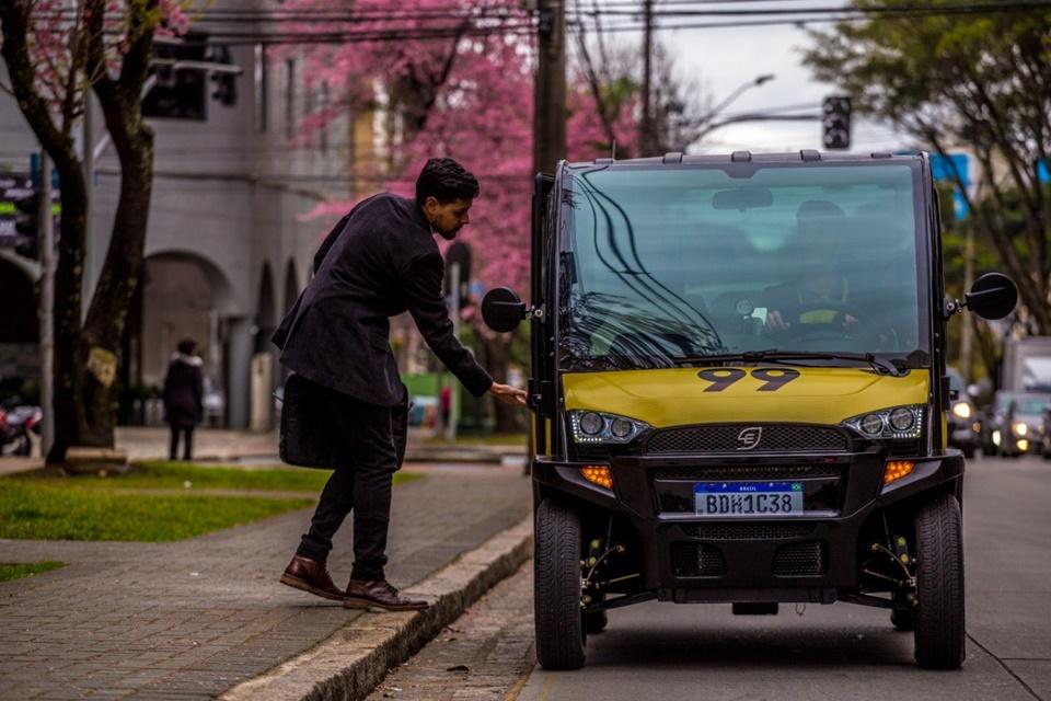 99 utiliza carro elétrico em corridas pela cidade de Curitiba