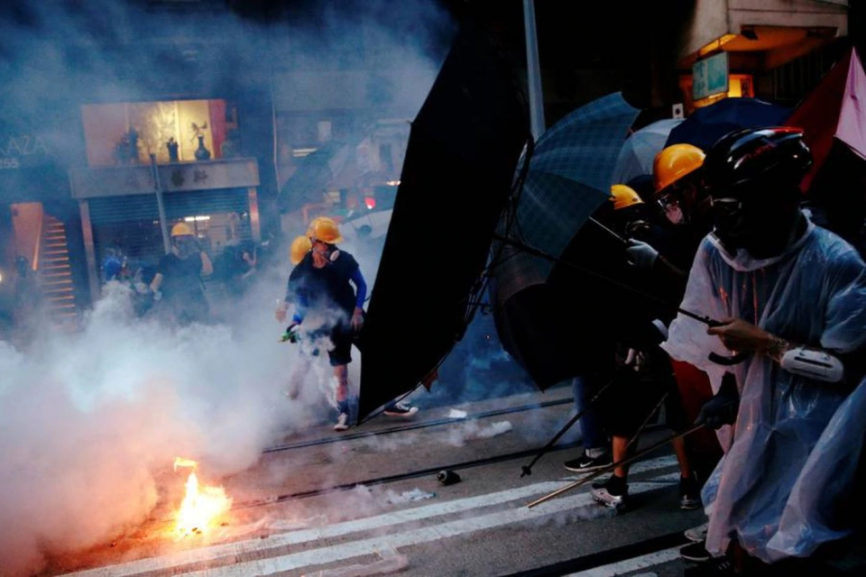 """China usa Facebook e Twitter para """"denunciar"""" protestantes em Hong Kong"""
