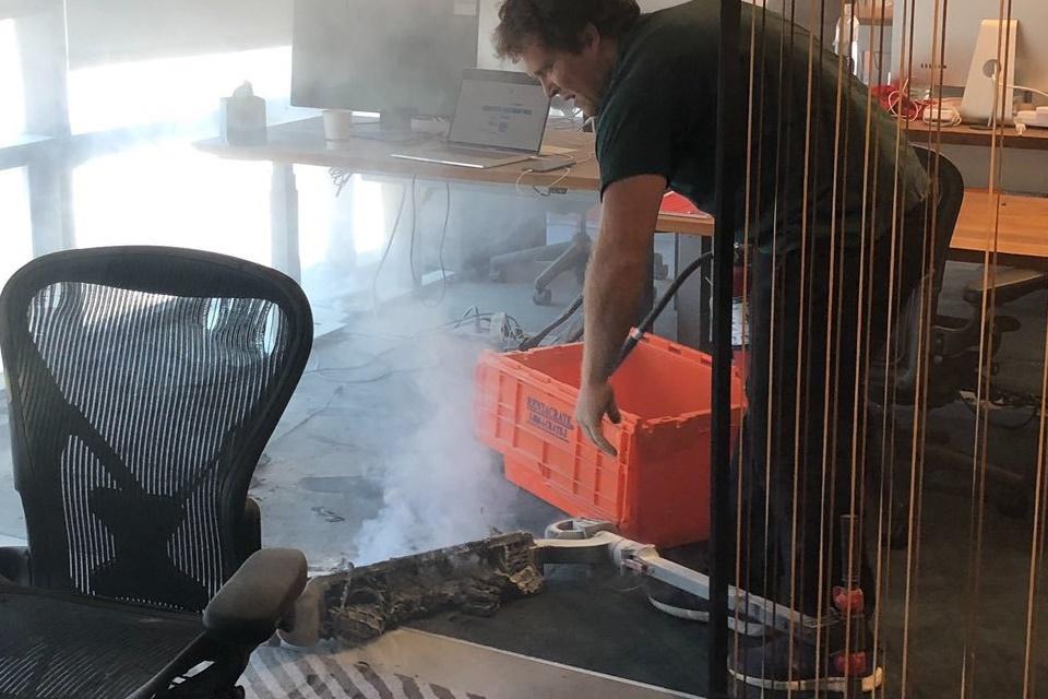 Patinete elétrica pega fogo e causa incêndio em escritório da Dropbox