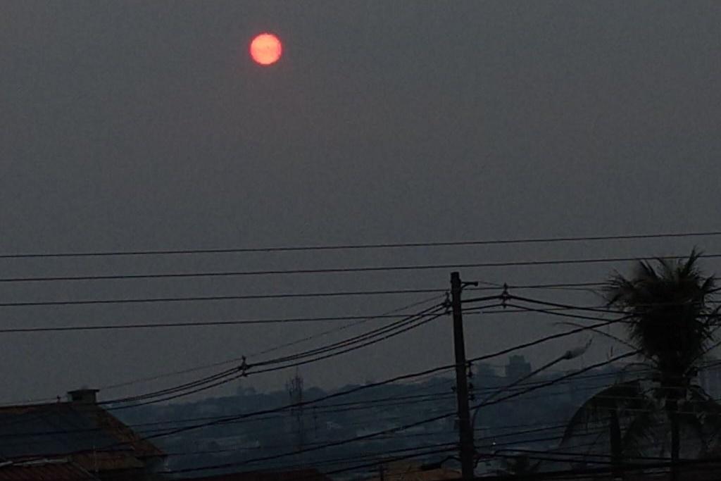 Fumaça de queimadas na Amazônia escurece cidades do Centro-oeste e Sudeste