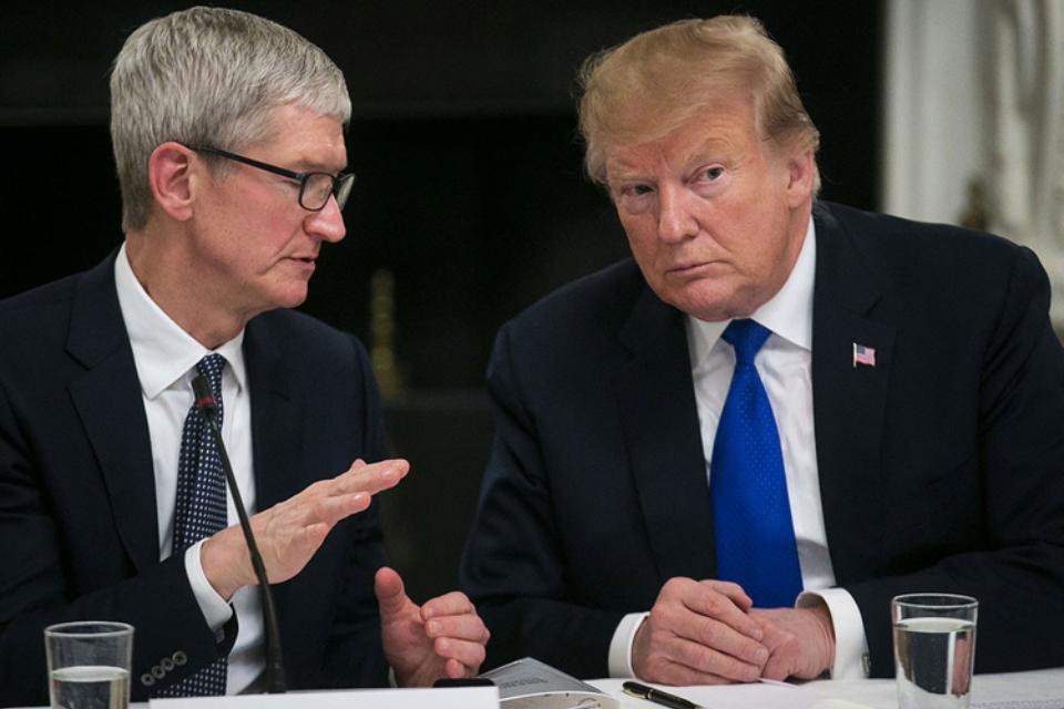 Tim Cook disse a Trump que suas tarifas estão favorecendo a Samsung nos EUA