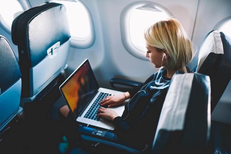 ANAC restringe embarque de passageiros com MacBook Pro 15' alvo de recall