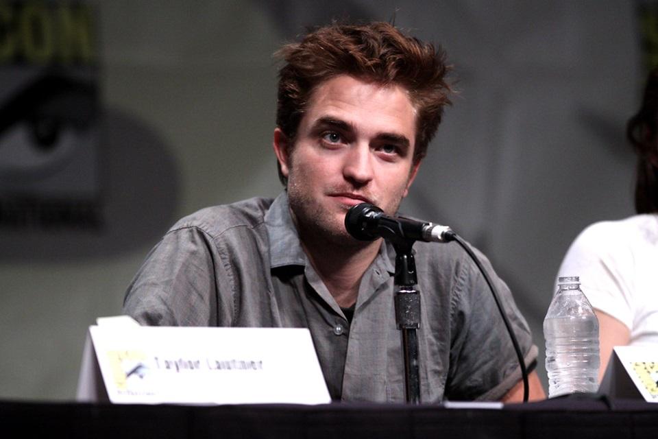 Robert Pattinson conta como foi vestir o traje do Batman pela primeira vez