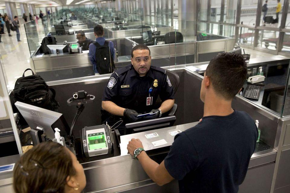 EUA começam deportações devido a conteúdo nas redes sociais