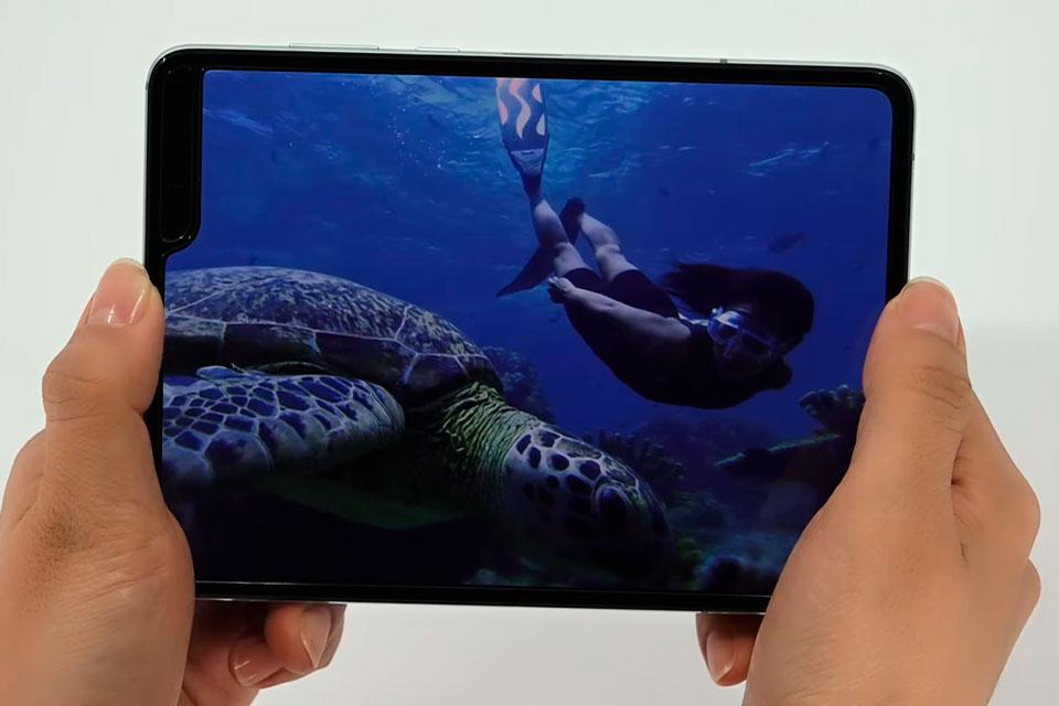 Agora vai? Samsung Galaxy Fold ganha data de lançamento e vídeo de hands-on