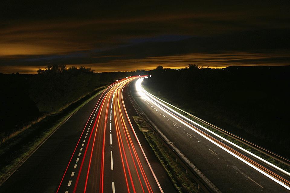 Lei que obriga sinal de celular em estradas é aprovada no Senado