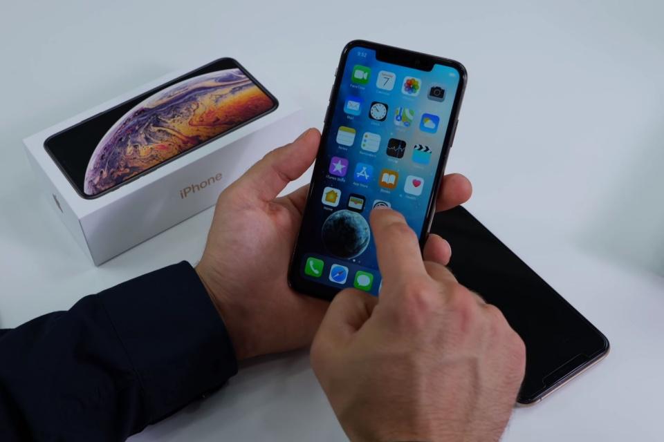 iPhone 11 Pro: veja o unboxing de um clone do celular da Apple