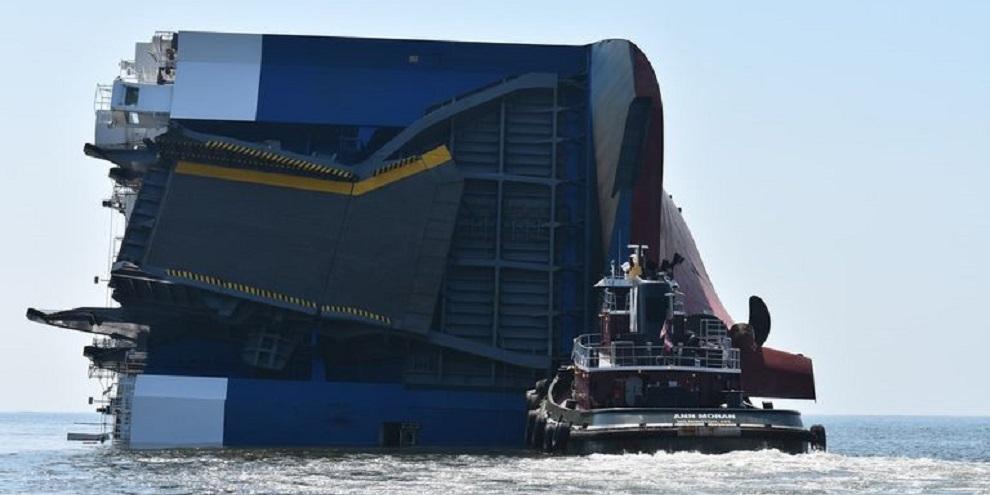 Navio de carga que tombou levava mais de quatro mil carros