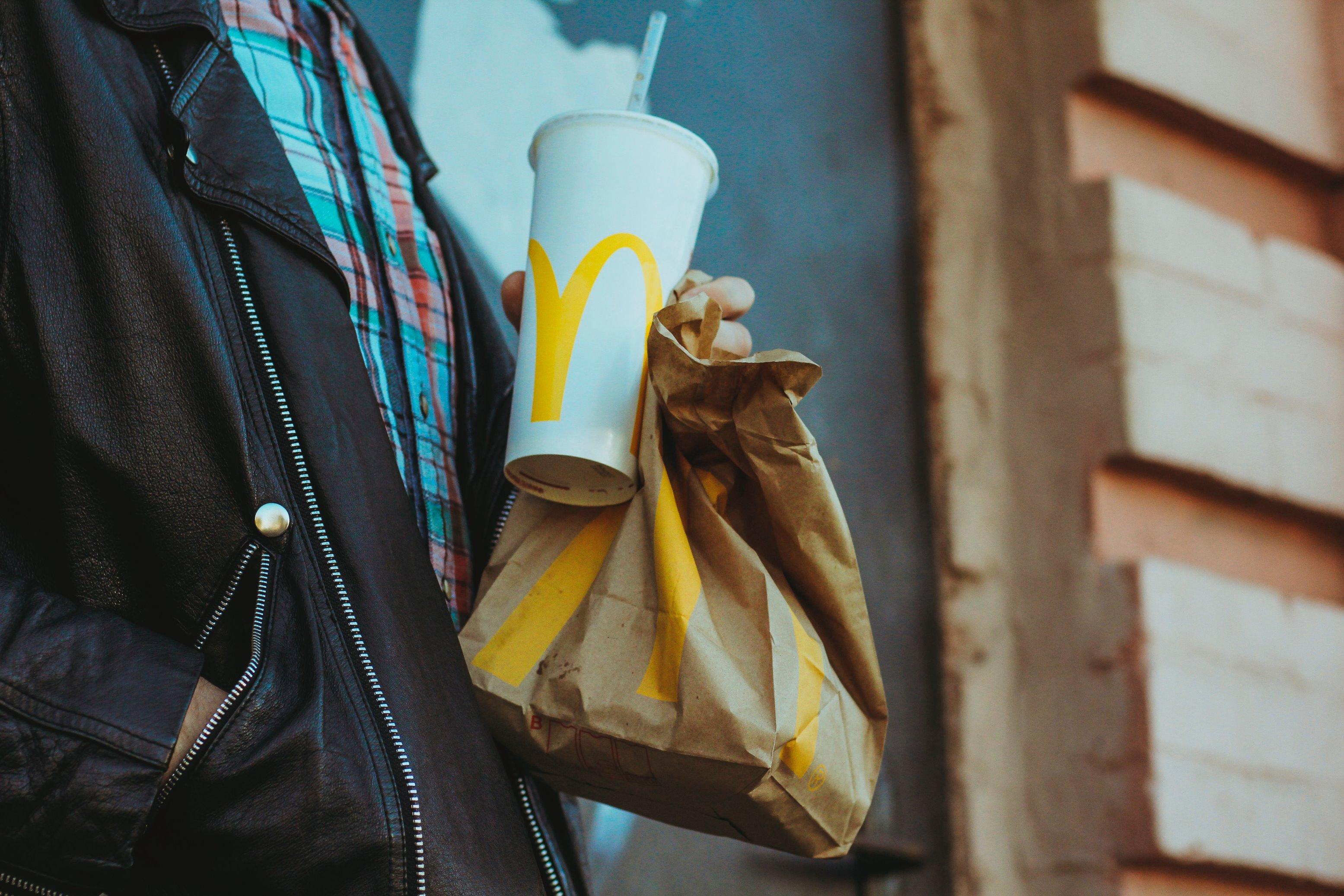 Sem plástico: McDonald's testa restaurante sustentável em Berlim