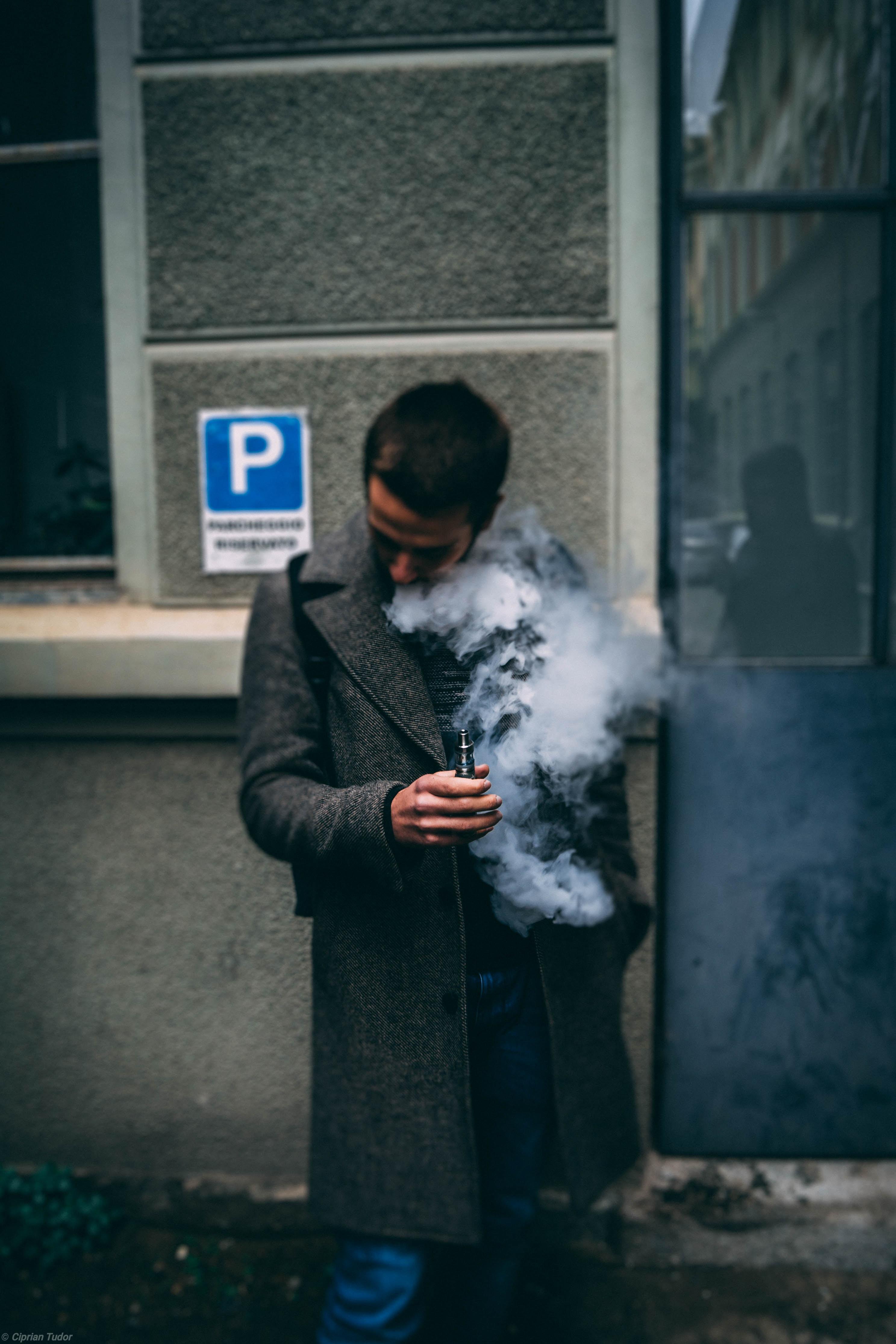 Casos graves relacionados ao cigarro eletrônico crescem nos EUA