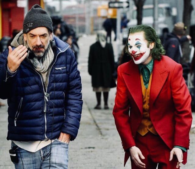 Todd Phillips e Joaquin Phoenix durante as gravações de Coringa (Fonte: IMDb/Reprodução)