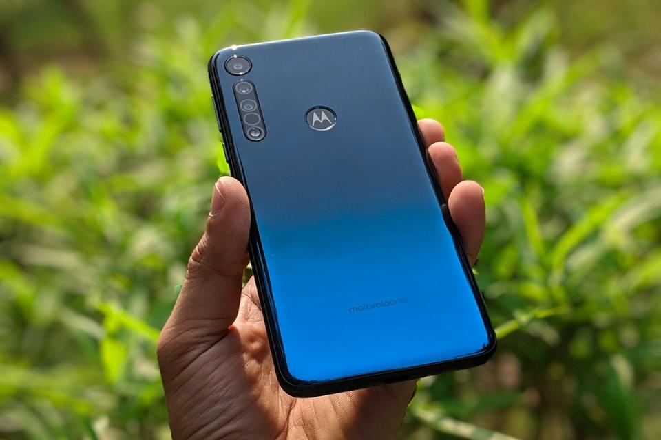 Motorola One Macro chega com 3 câmeras e tira fotos 'beeem de perto'