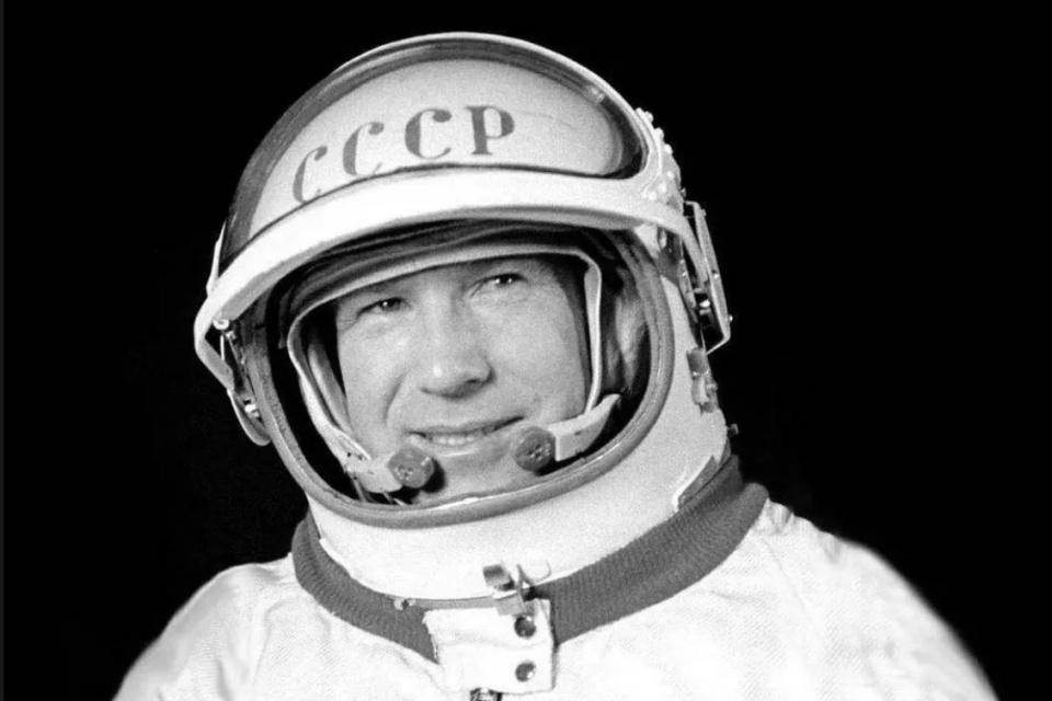 """Primeiro astronauta a """"andar"""" no espaço morre aos 85 anos"""