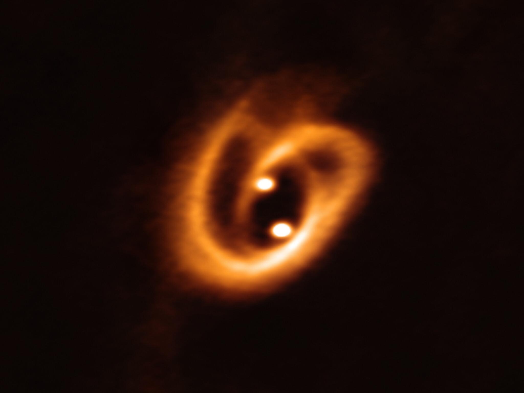 Astrofísico brasileiro registra nascimento de estrelas