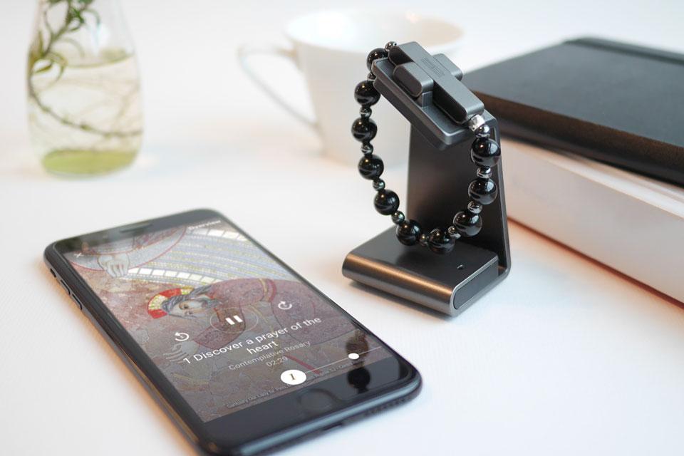 Vaticano lança rosário conectado para rezar usando aplicativo