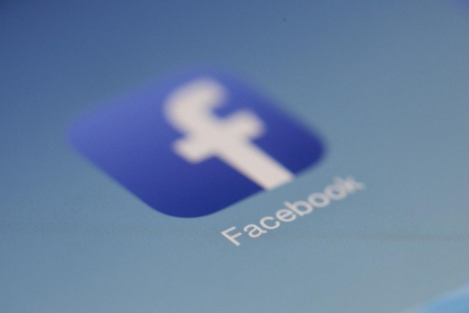 Facebook libera Modo Escuro no Brasil; confira como ficou