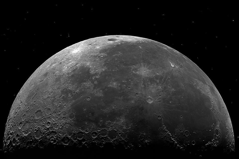 Astrofotógrafo cria imagem da Lua a partir de 48 mil fotografias