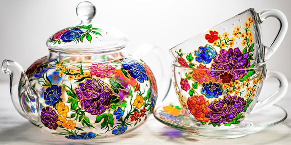 Pintura em vidros realizada por artista ucraniana. (Fonte: Bored Panda/Reprodução)