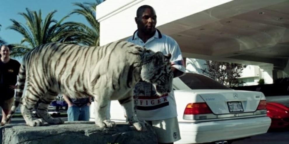 Myke Tyson e seu tigre de estimação. (Fonte: Hypeness/Reprodução)