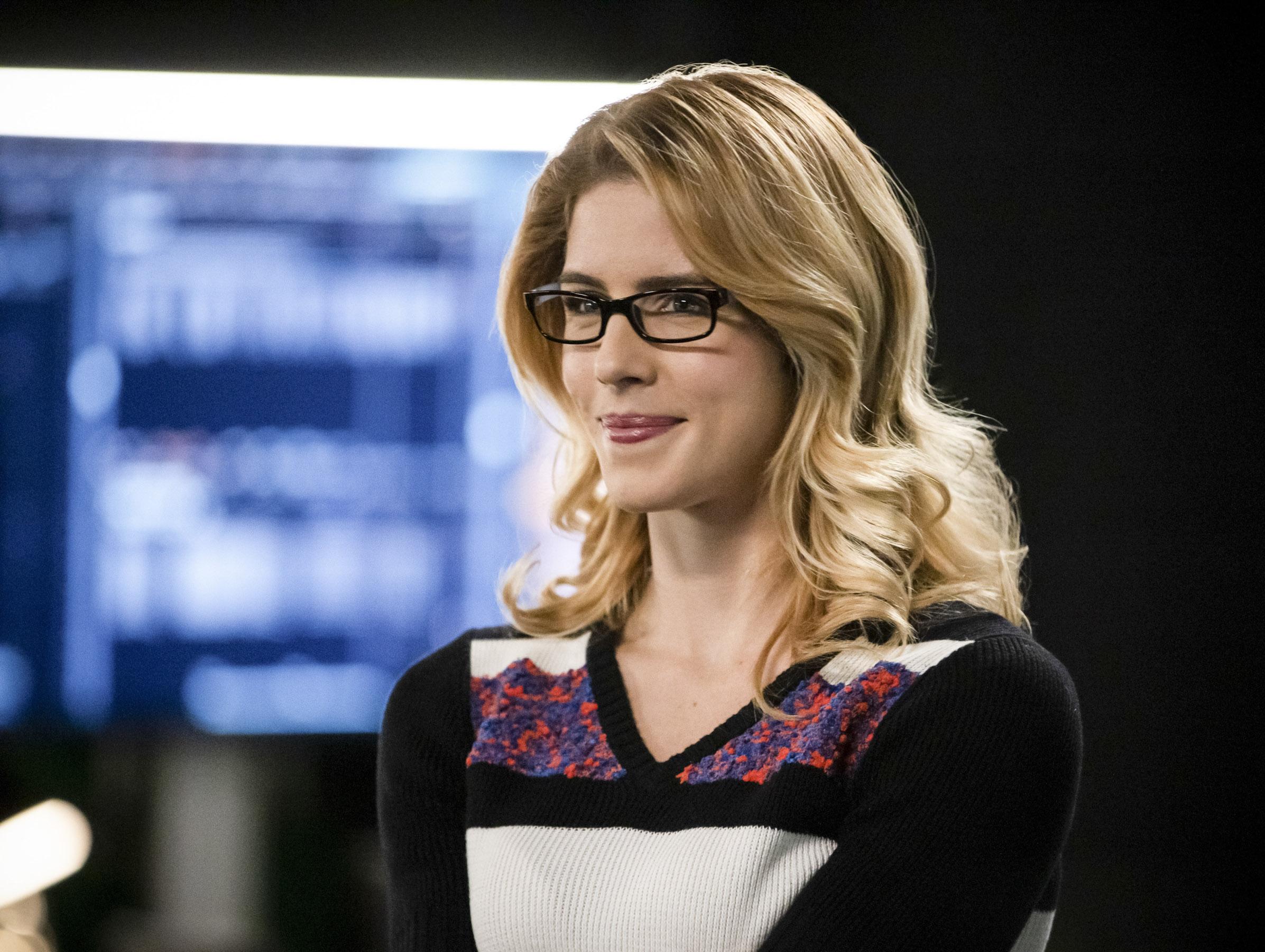 Arrow: Emily Bett Rickards, a Felicity, voltará para o episódio final
