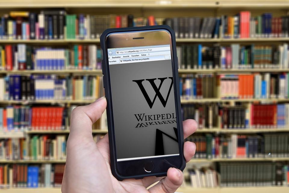 """Wikipédia lança rede social sem propaganda e alfineta: """"adeus, Facebook"""""""