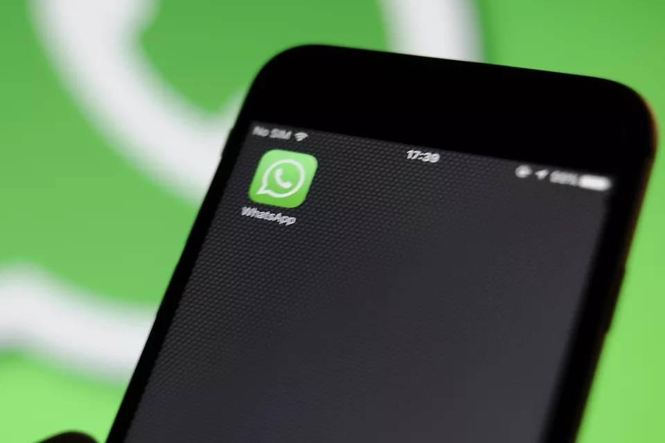 WhatsApp está drenando 40% da bateria de celulares, especialmente iPhones