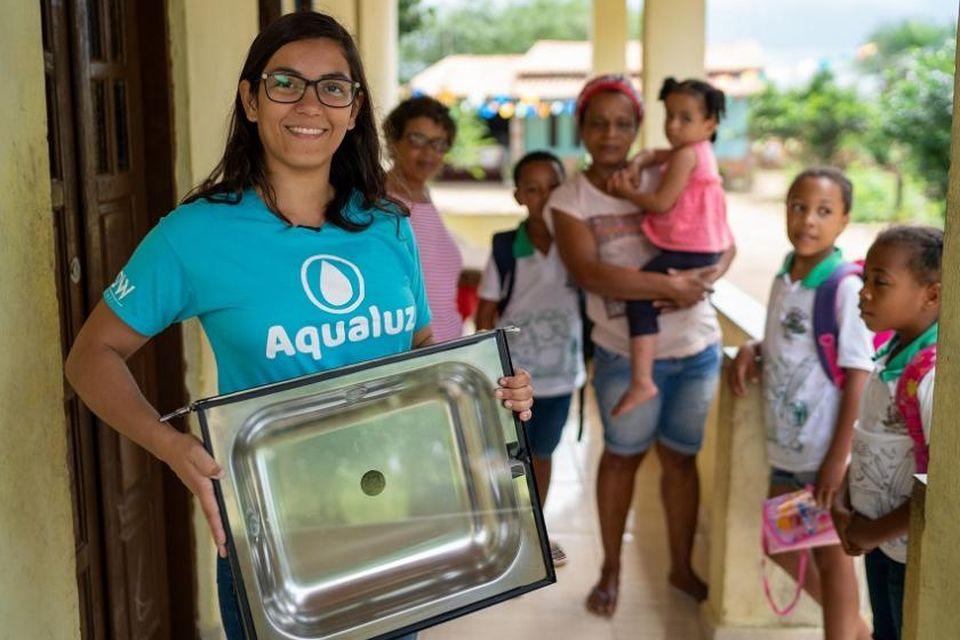 Brasileira cria filtro de água sustentável e é premiada pela ONU