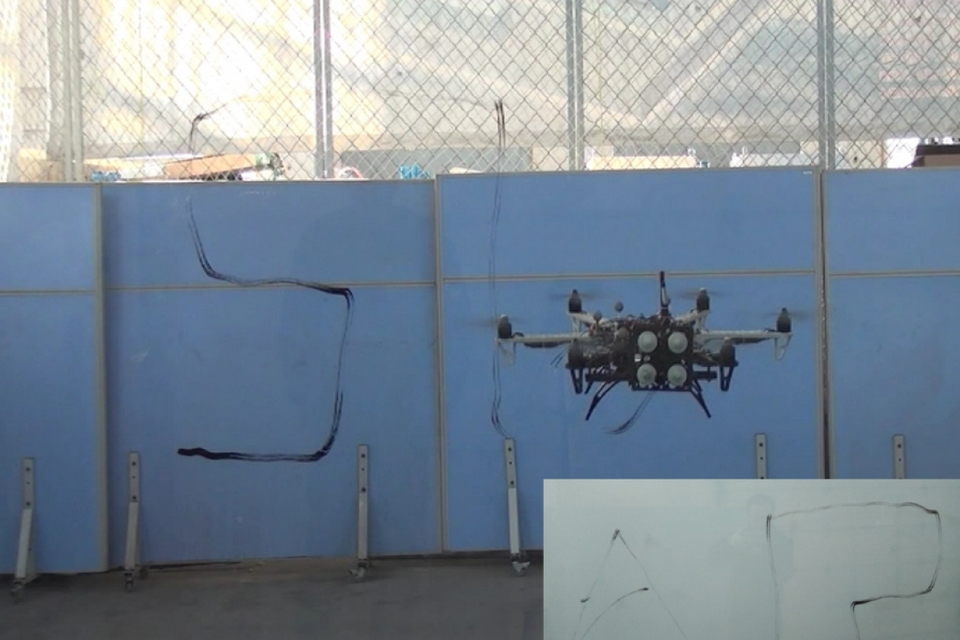 'Robô-drone' já troca lâmpadas e inspeciona arranha-céus