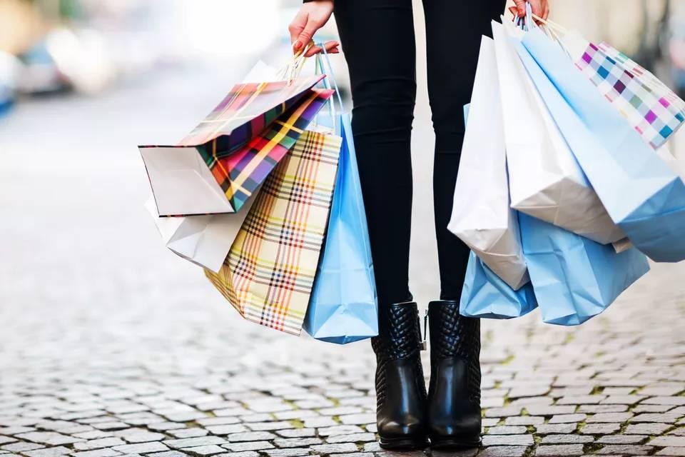 Governo eleva isenção sobre compras trazidas do exterior