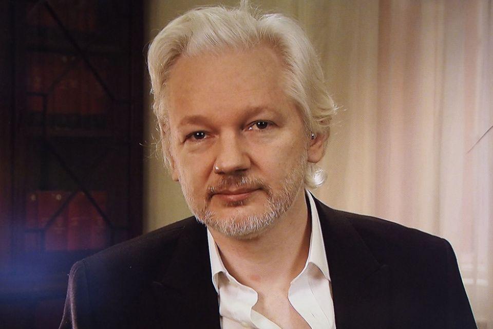 Acusação de estupro contra Julian Assange é arquivada na Suécia