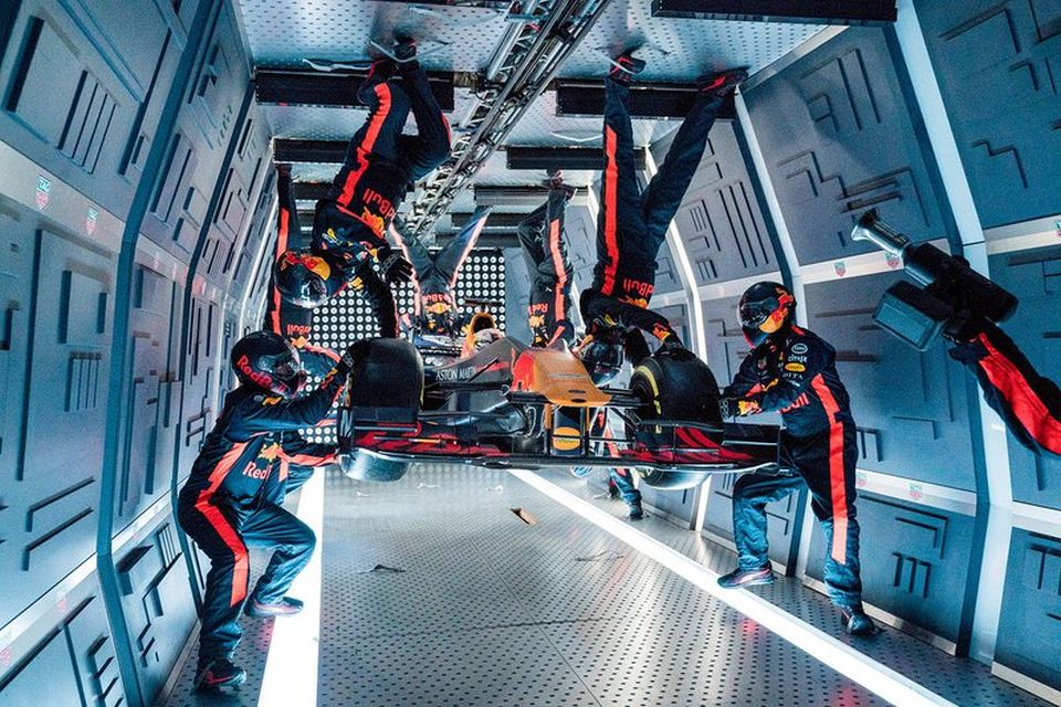 Equipe Red Bull F1 mostra como fazer pit stop em gravidade zero