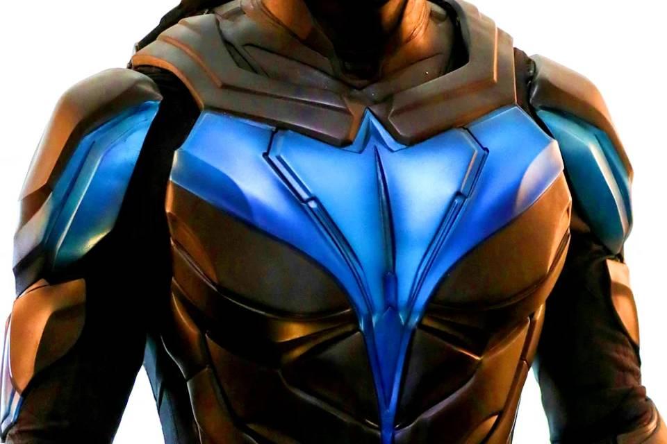 Titãs: revelado o traje do Asa Noturna na série da DC