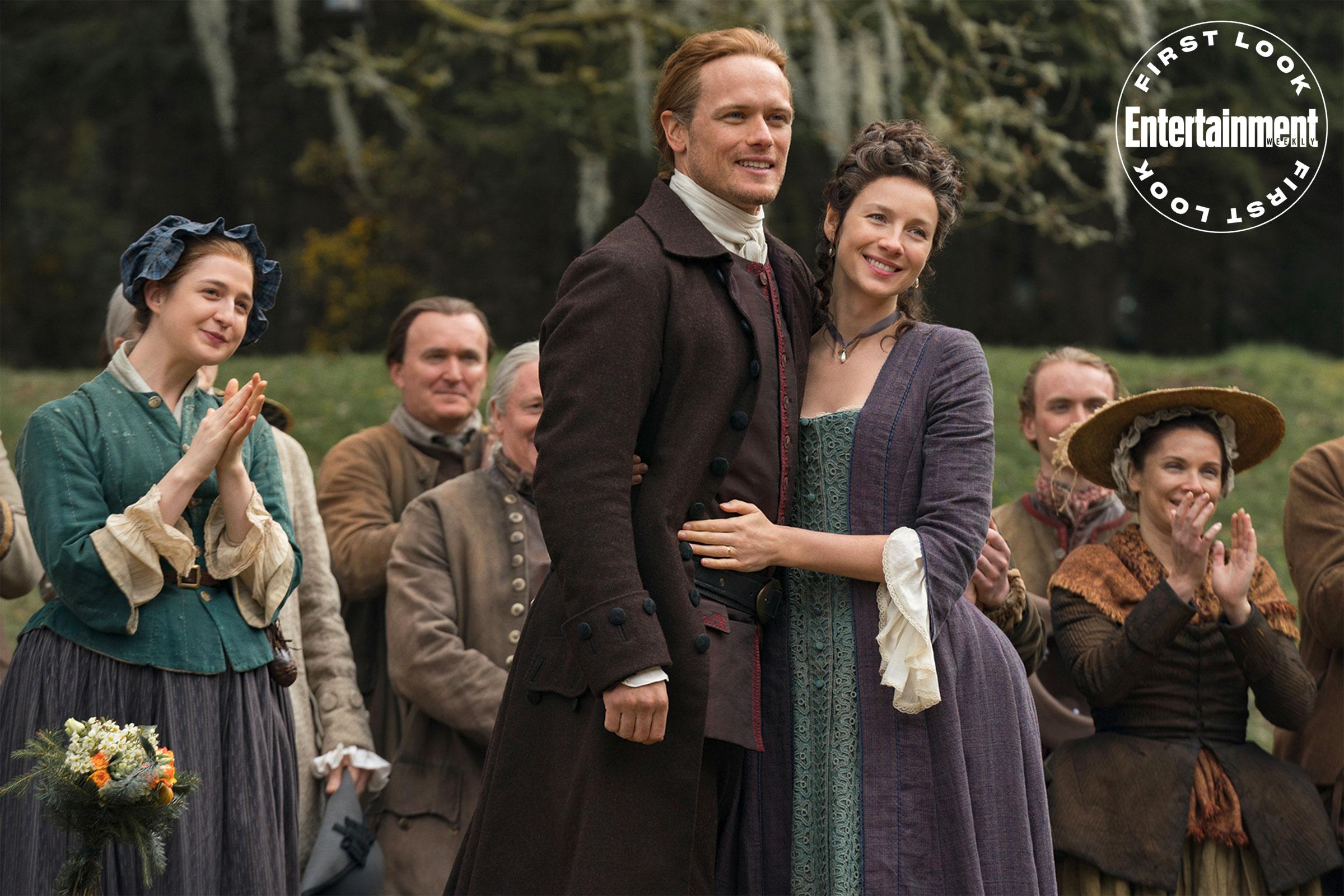 Outlander: fotos da 5ª temporada mostram casamento e nova casa dos Fraser