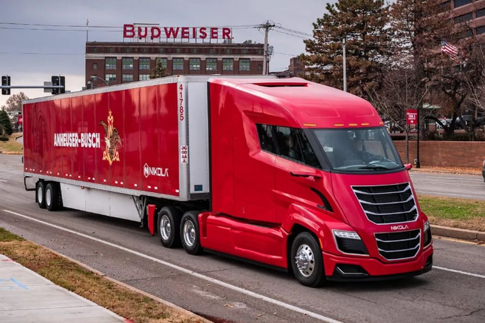 Budweiser faz primeira entrega de cerveja em caminhão elétrico