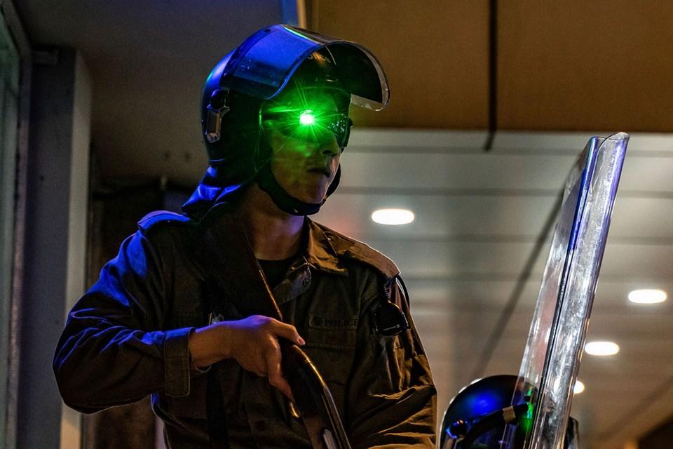 Da ficção para as ruas: manifestantes usam 'armas laser' contra polícia