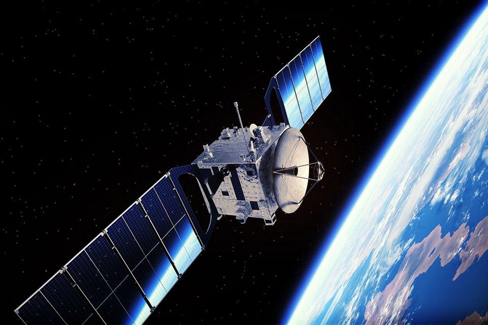 Anatel defende redução de taxas para internet via satélite