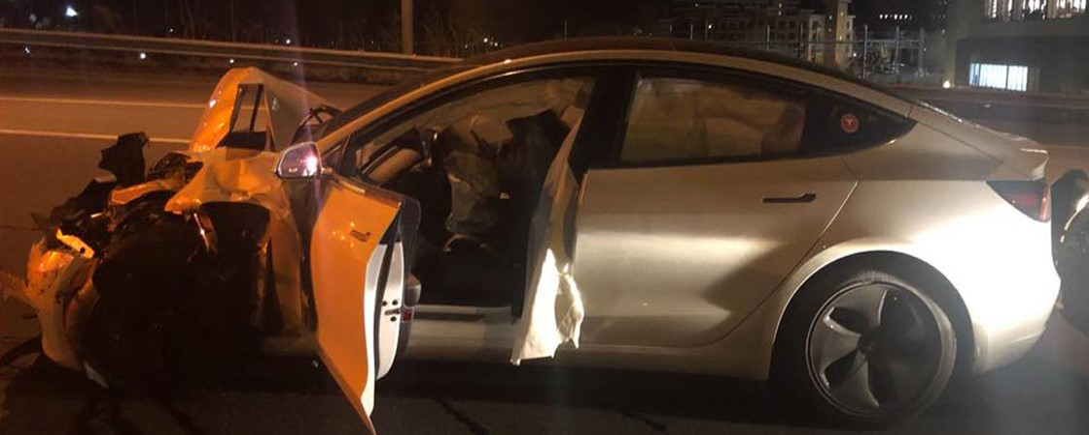 Tesla Model 3 com Autopilot ligado bate em viatura da polícia