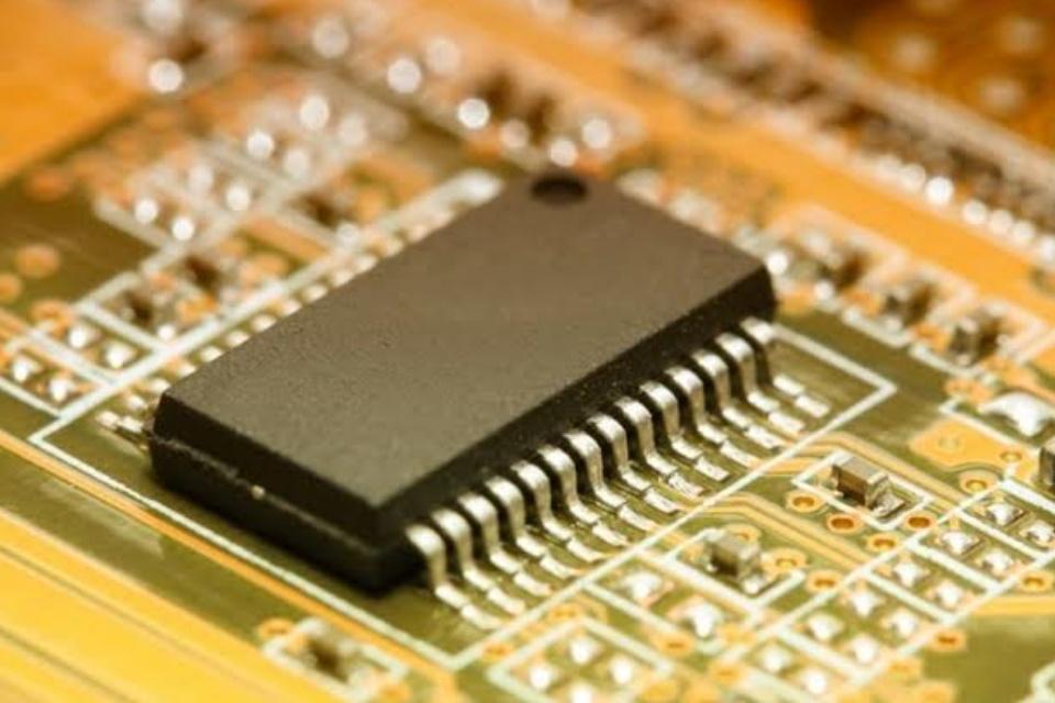 Memória pode ler e armazenar dados com sinais elétricos ou luz