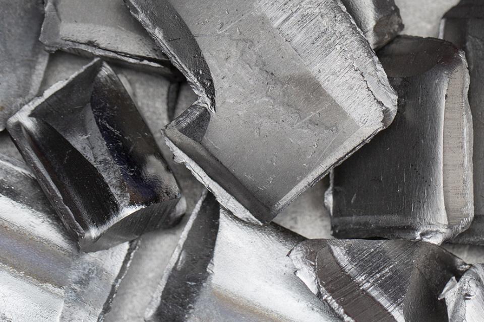 Bateria de nióbio e glicerol pode aparecer em celulares e carros em breve