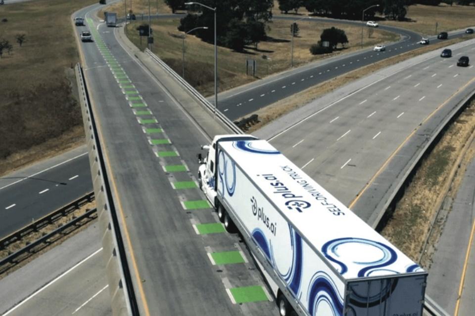 Caminhão autônomo cruza EUA em viagem com carga pela primeira vez