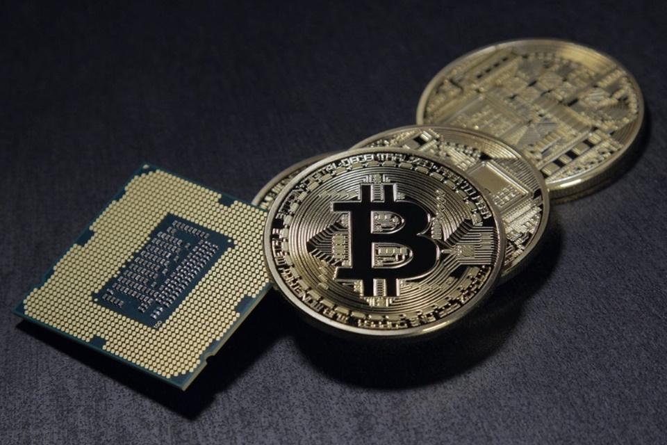 Preço da Bitcoin cai e culpa pode ser de 'pirâmide chinesa'