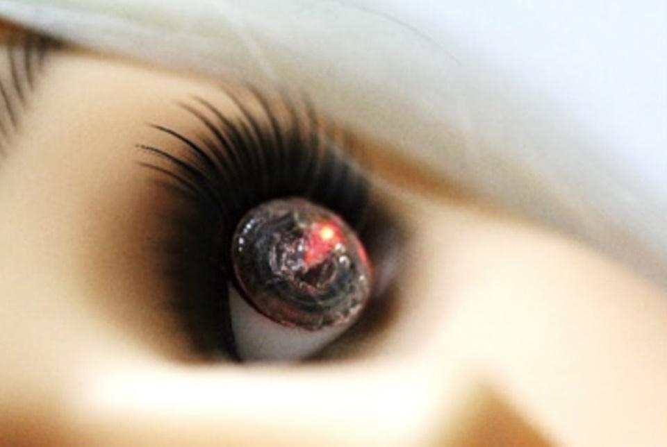 Sul-coreanos criam lente de contato com recarga sem fio