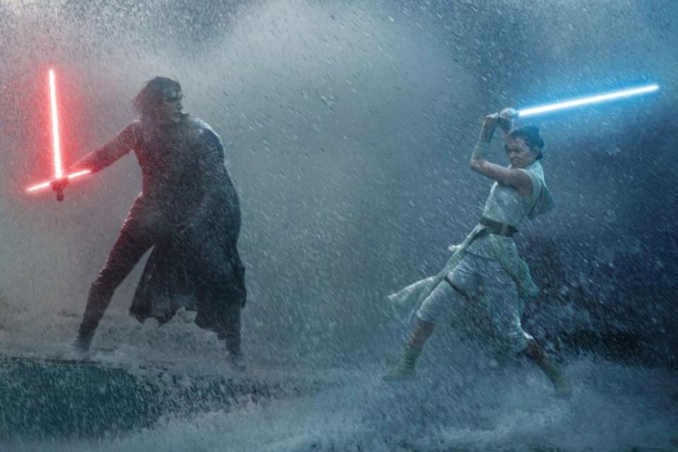 Star Wars: A Ascensão Skywalker agrada os fãs, mas não os críticos