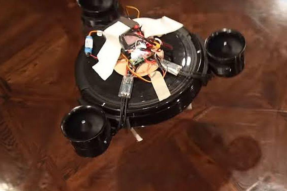 YouTuber cria robô aspirador de pó que voa para limpar escadas