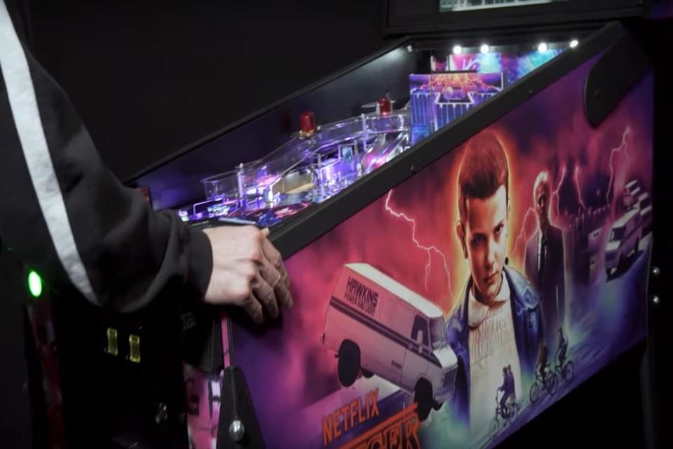 Stranger Things vira máquina de pinball que custa US$ 6 mil